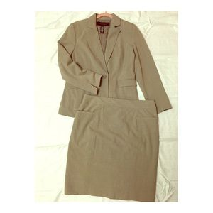 Apostrophe Skirt Suit in Taupe 🌱Great for Spring